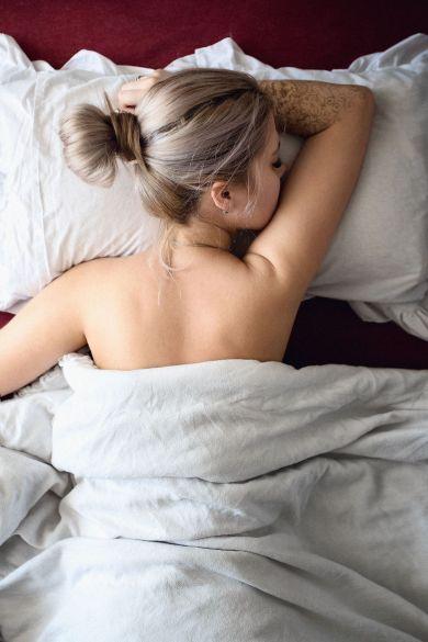 Чувствуй телом: 5 веских причин, чтобы начать спать голой