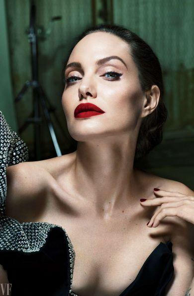 Анджелина Джоли и другие: комплексы звезд, которые тебя удивят