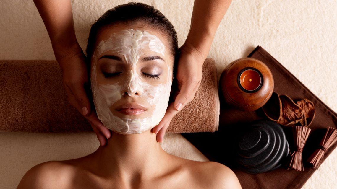 Уход за лицом: домашние маски для яркости кожи лица на осень