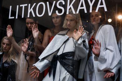 Наши в Париже: как показЛитковскойпроизвел фурор на Неделе моды