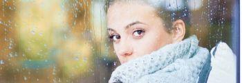 Для нежных поцелуев: как правильно ухаживать за кожей губ осенью?