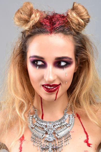 Немного крови: как создать на Хэллоуин образ гламурной вампирши?