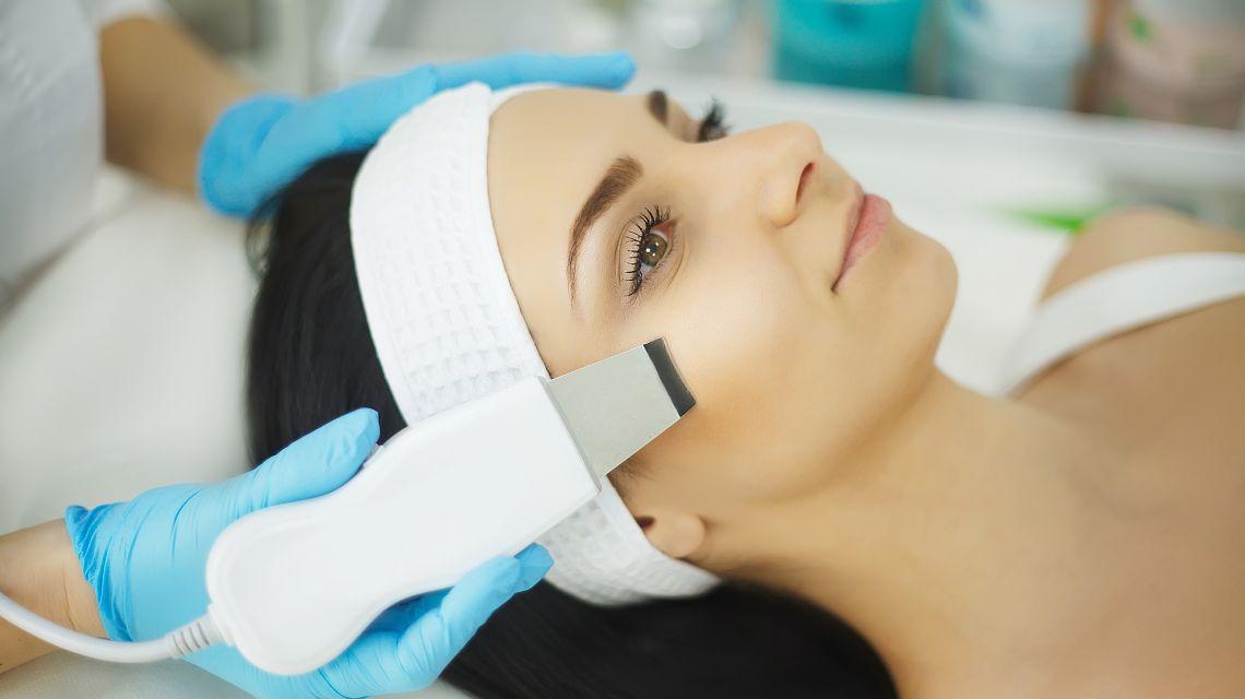 Химический пилинг лица – плюсы и минусы процедуры
