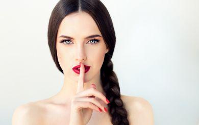 Как блистать, но не блестеть: лайфхаки против жирного блеска на лице