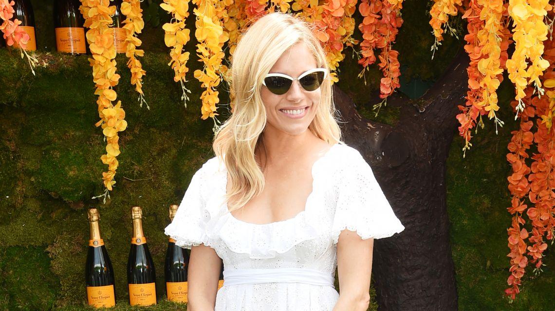 Сиенна Миллер в Maison Valentino и другие самые стильные звезды недели
