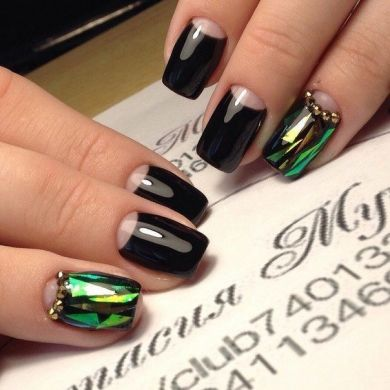 Готика на ногтях: идеи чёрного маникюра