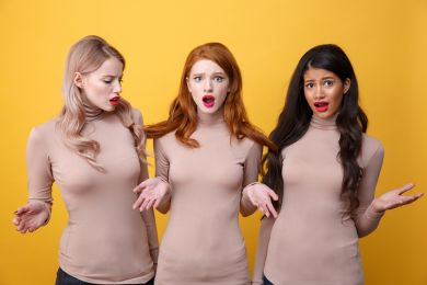 Три девушки с разными цветотипами внешности