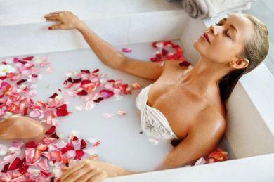 Окунись и преобразись: как молочная ванна помогает омолодиться в один момент