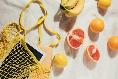 Разрезанный пополам грейпфрут