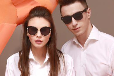 Девушка и парень в очках