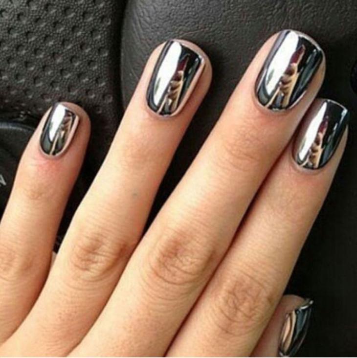 Хромированный лак для ногтей