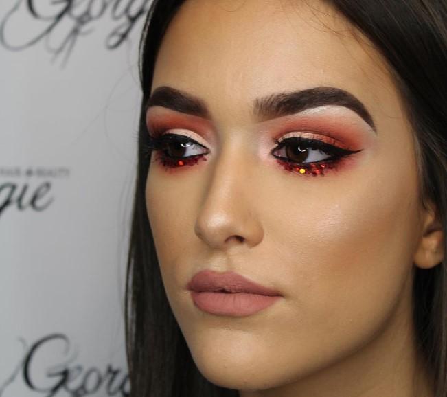 Оранжевый макияж глаз стал главным трендом лета 2017 (ФОТО)