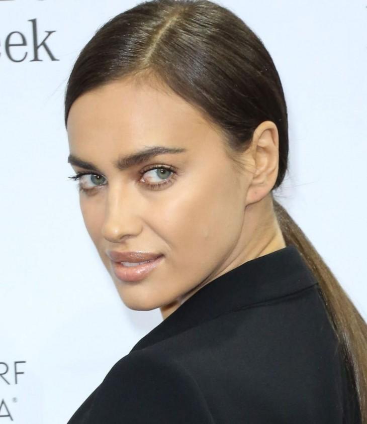 Ирина шейк цвет глаз