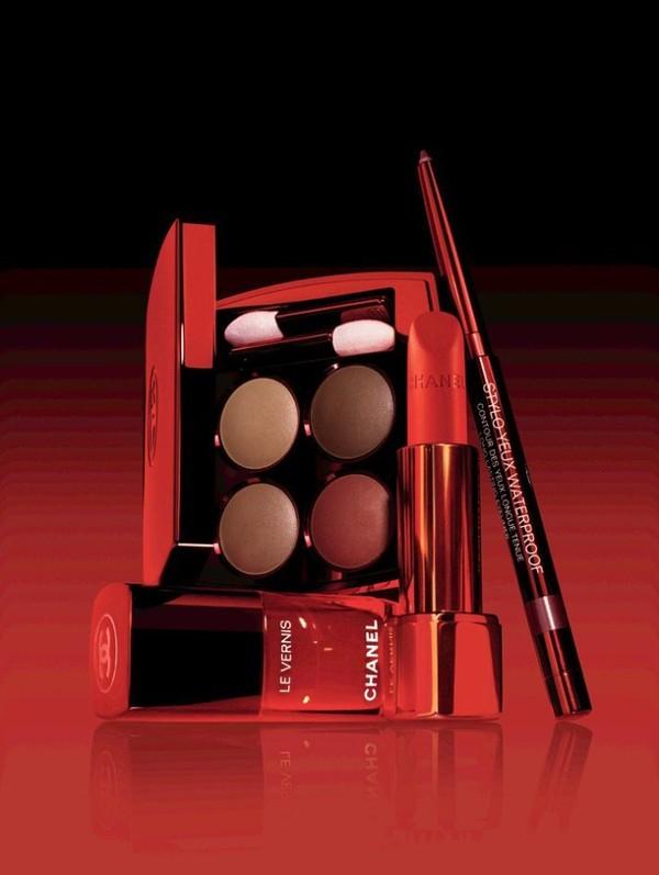 Водостойкий карандаш для глаз Chanel Stylo Yeux Waterproof: 928 Eros - коричневато-красный и 929 Agapé (Limited Edition)