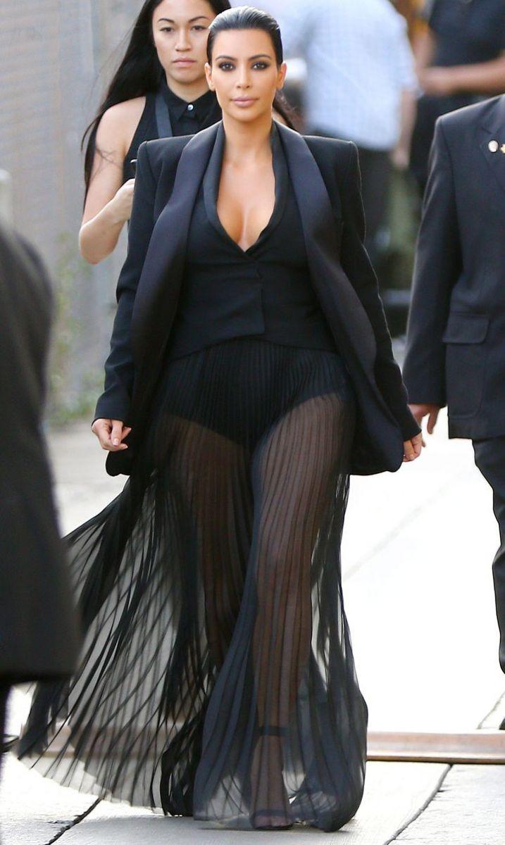 Ким Кардашьян самые провокационные наряды фото