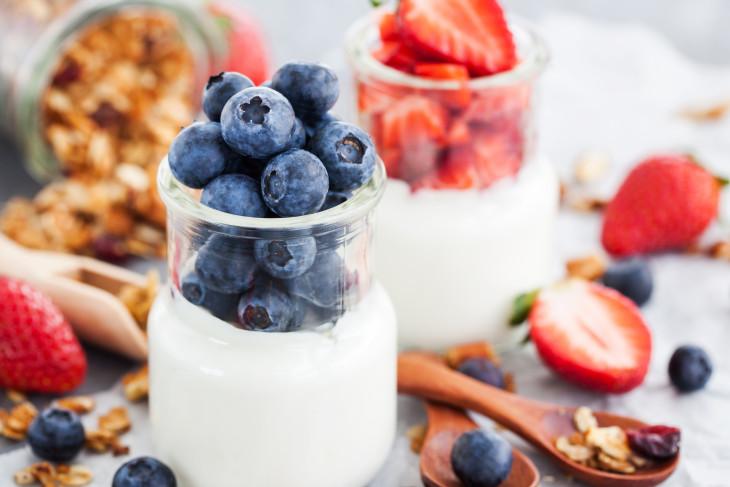 Йогурт - полезный десерт фото