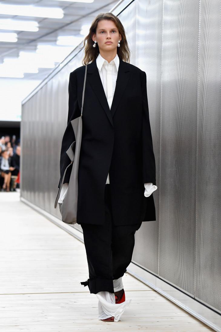 С чем носить черный брючный костюм фото