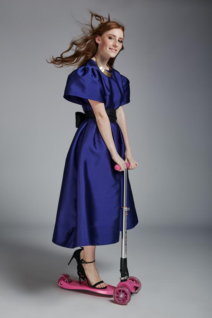 Девушка в платье Андре Тана