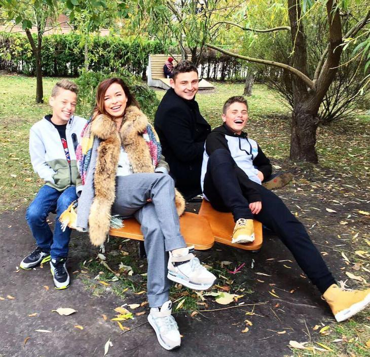 Таня Недельская с детьми