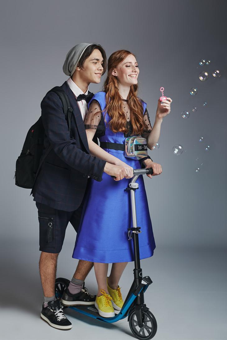 Девушка и парень в одежде от Андре Тана