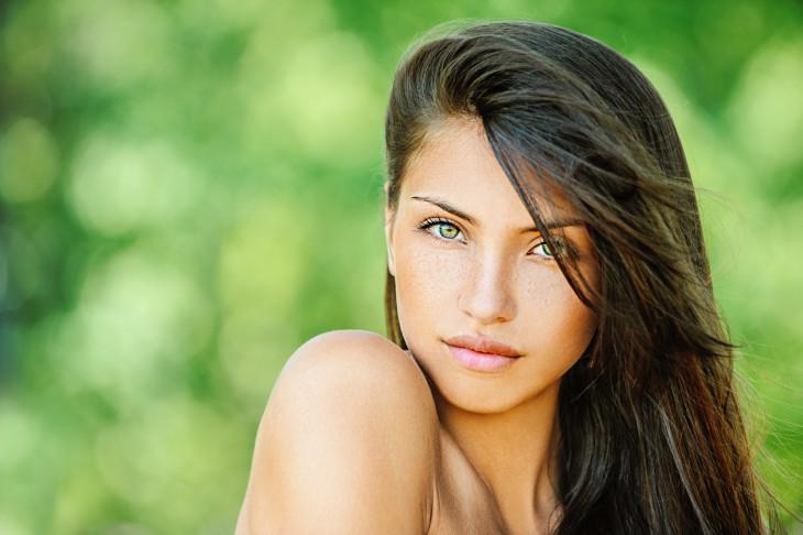 Девушка с макияжем - как подобрать бронзер для лица