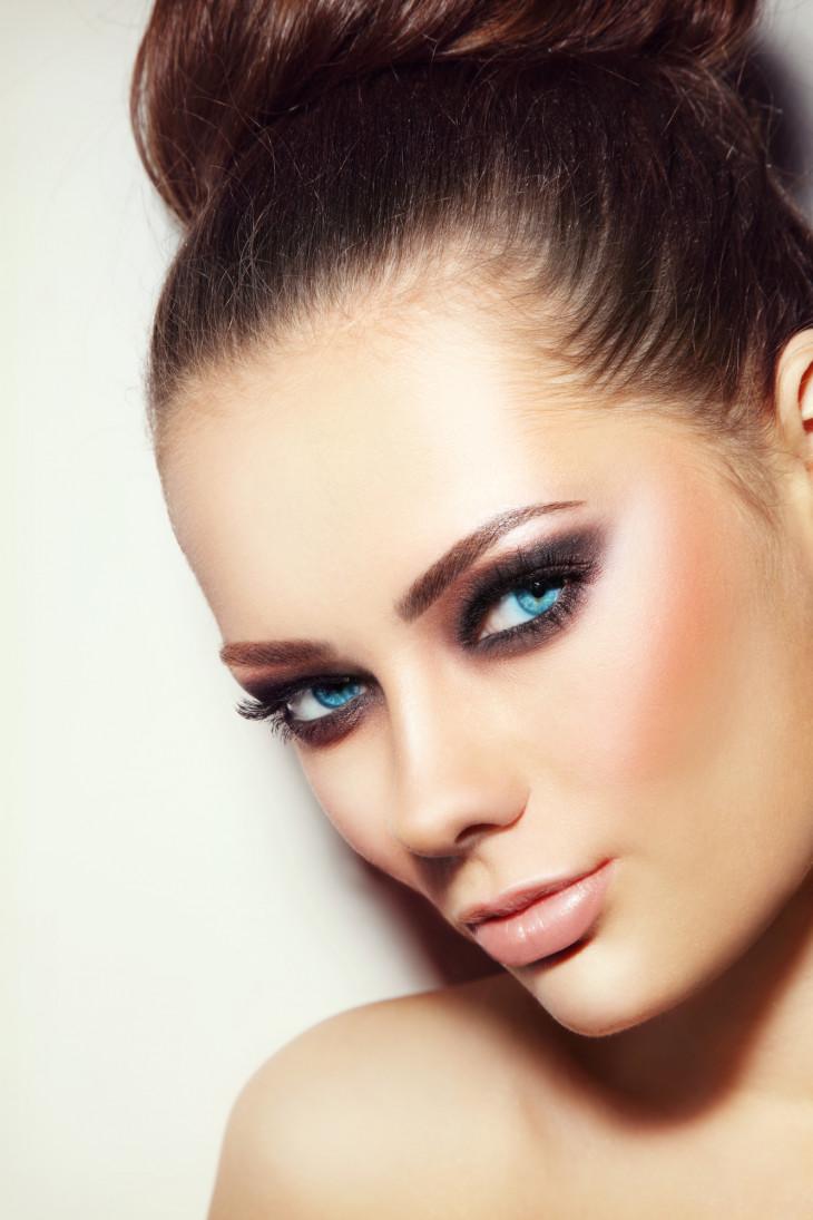 Как выбрать бронзер для макияжа лица