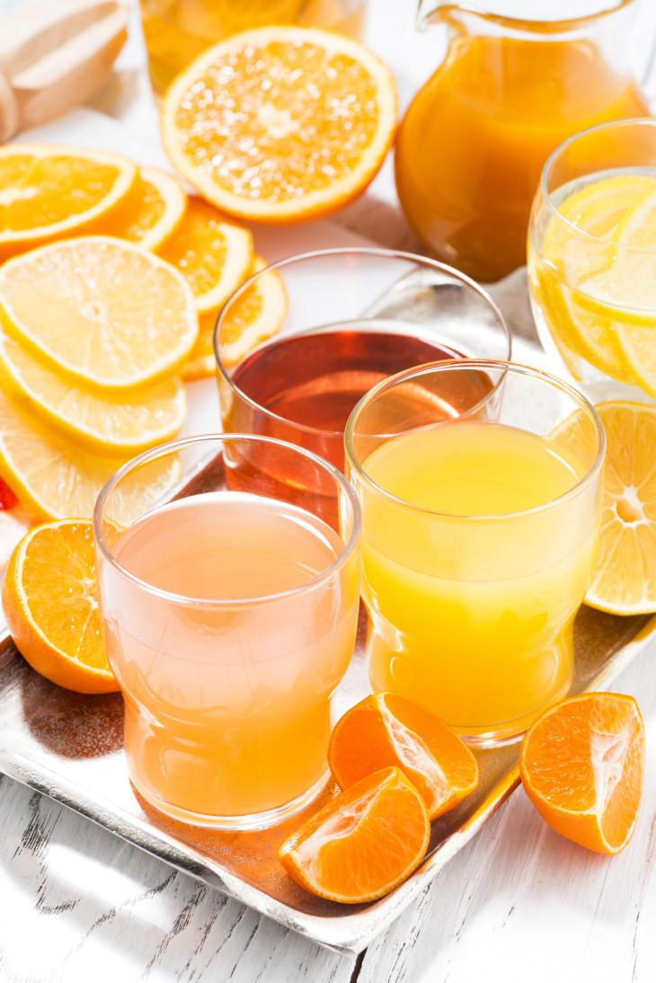 Апельсиновый сок на завтрак
