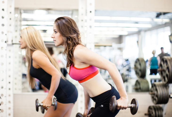 Тренировка в спортзале фото