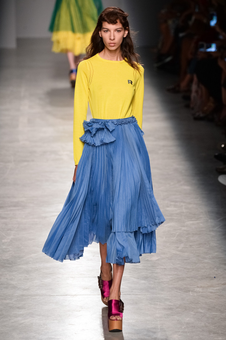 Плиссированная юбка - тренд весны 2017 фото