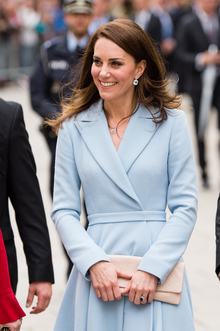 kate middleton The duchess of cambridge is back, and looking fab kate middleton returned the public eye for us to fawn over after being on maternity leave since the birth of prince louis in april related: why.