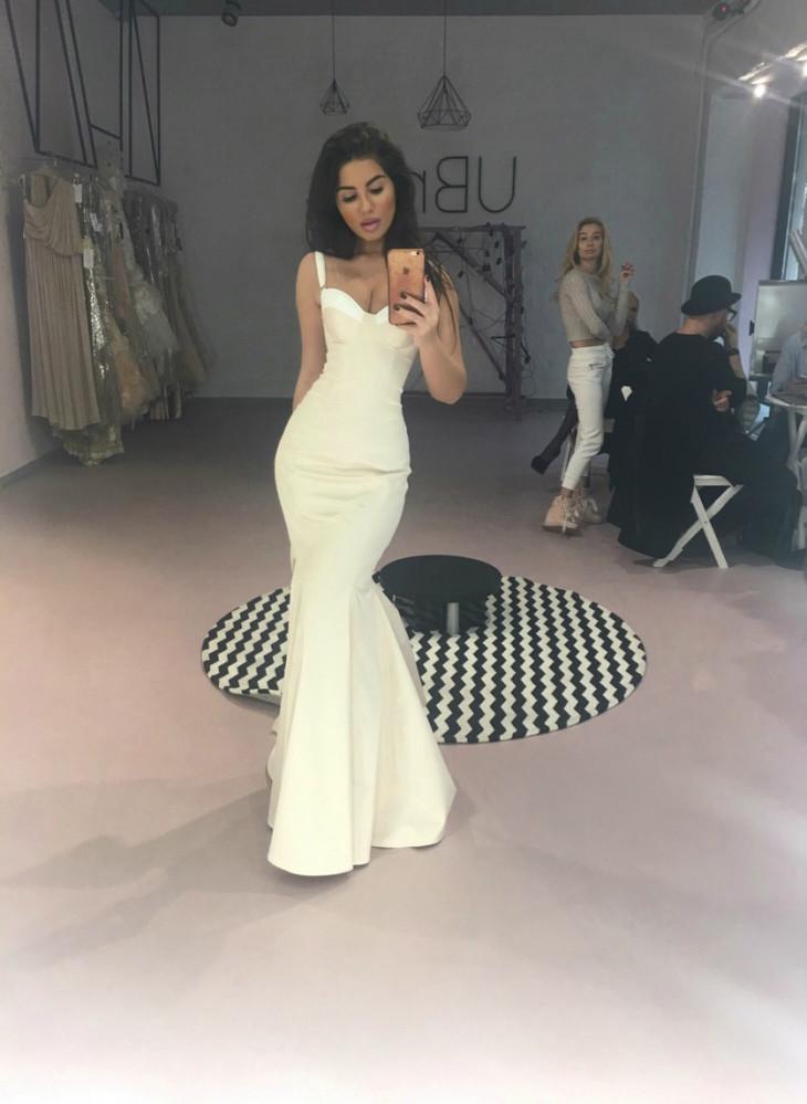 холостячка Лена Чигиринская в белом платье