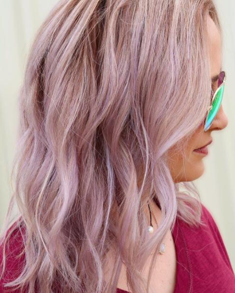 волосы розового цвета
