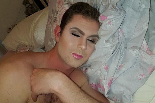 Девушка проснулась и решила разбудить парня фото 190-119