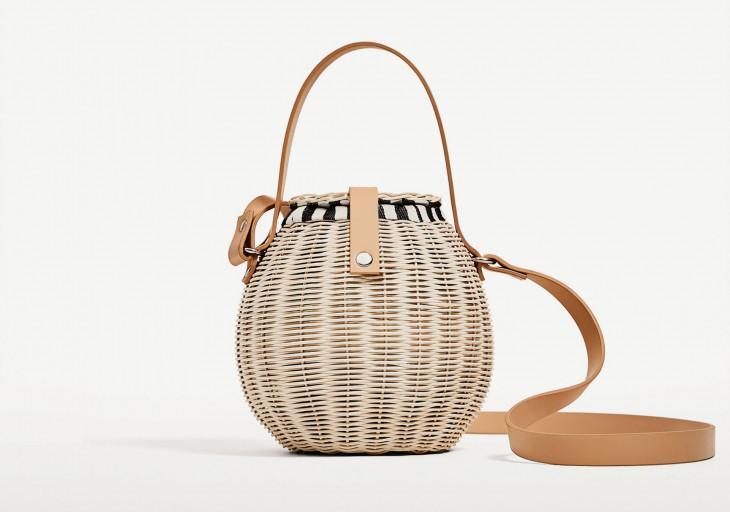 Стильная сумка-бочонок из соломы