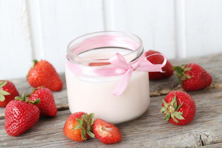 Йогурт с добавками и низким % жирности нельзя есть на завтрак