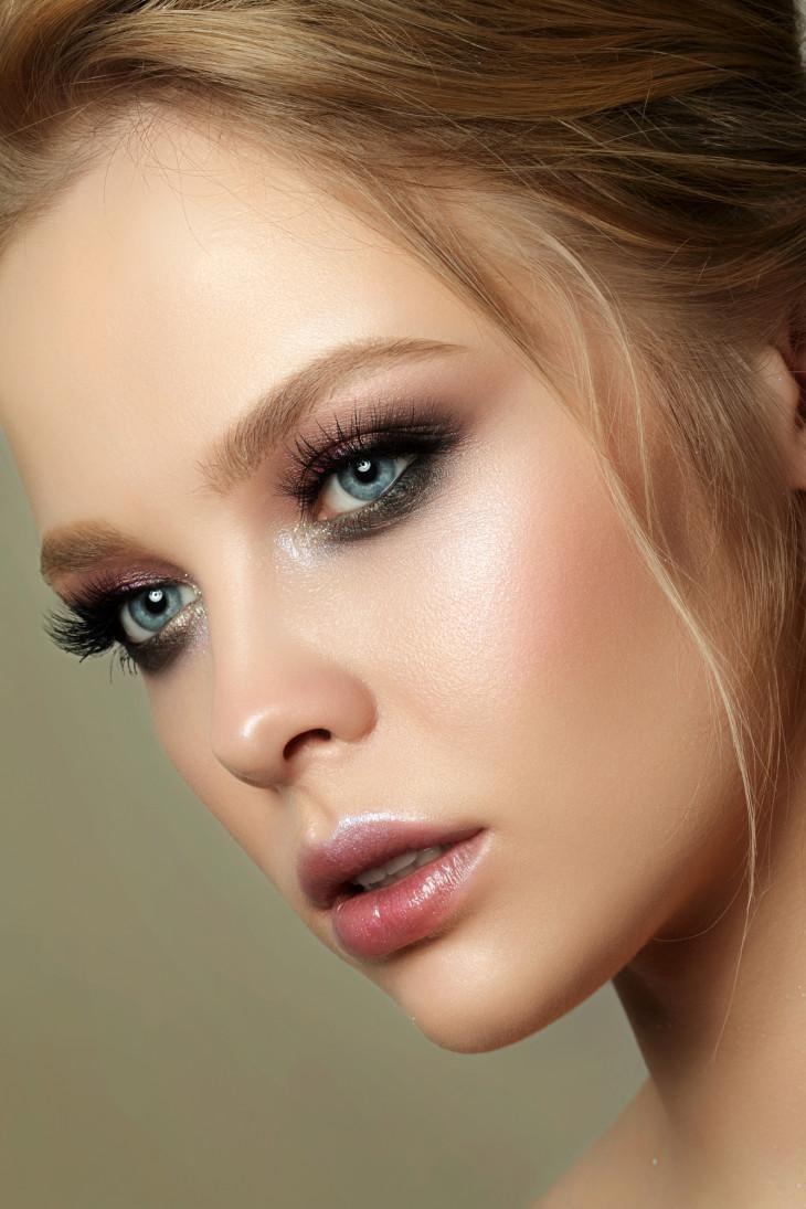 Эффектный макияж для голубых глаз