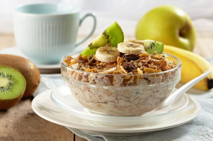 Быстрые хлопья, мюсли икранчи вредно на завтрак