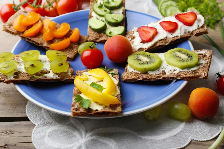 Хлебцы с овощами и фруктами - полезные перекусы