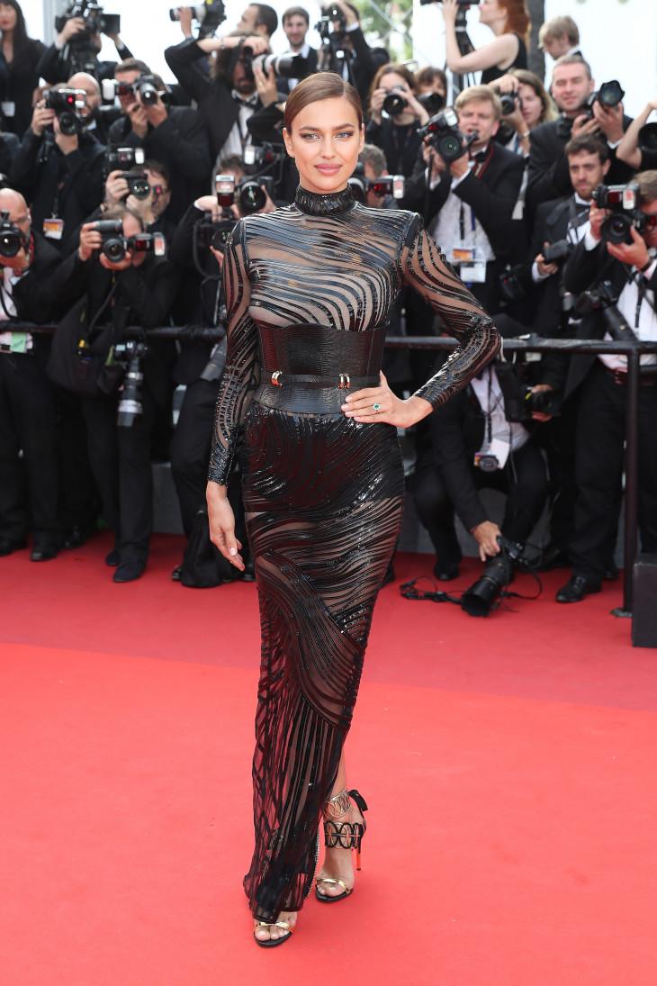 Ирина Шейк в  голом платье Balmain