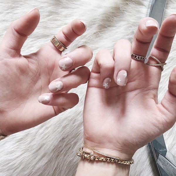 Звездочки на ногтях