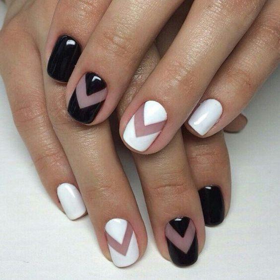 Negative space nail art черно-белый