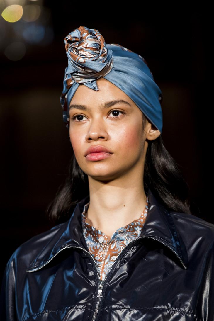 как завзяать платок на голову