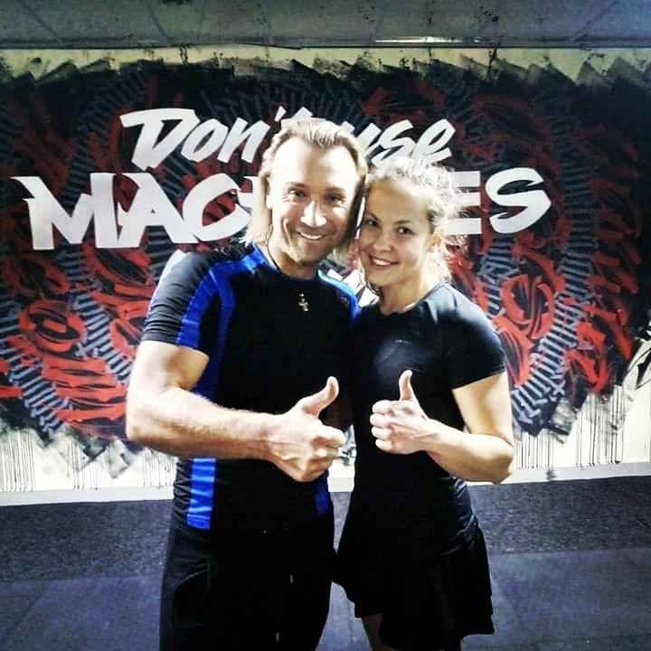 Fitness youtube girl crush live awards performance