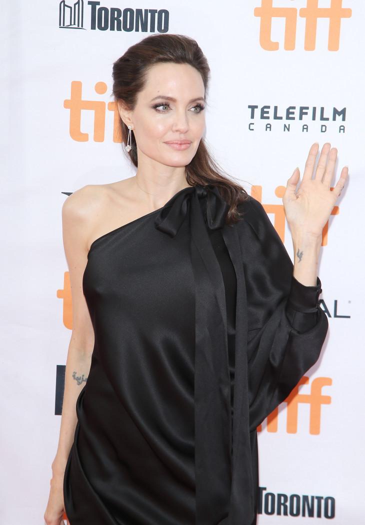 Алджелина Джоли в Торонто в красивом наряде