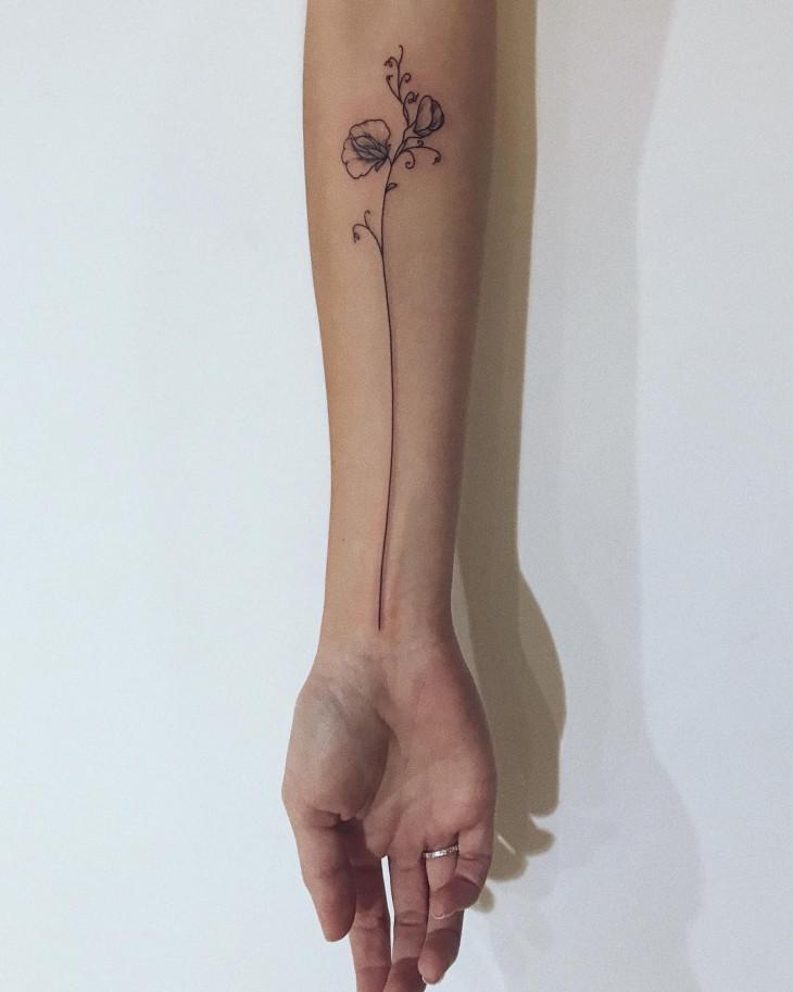 татуировка на предплечье цвток