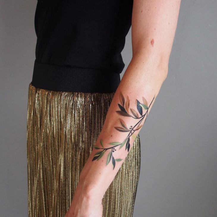 цветное растение тату