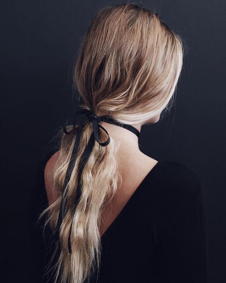 прически для офиса на длинные волосы хвост