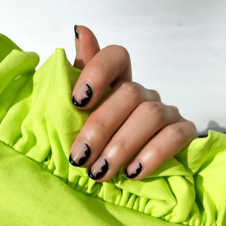 черный маникюр на короткие ногти 1