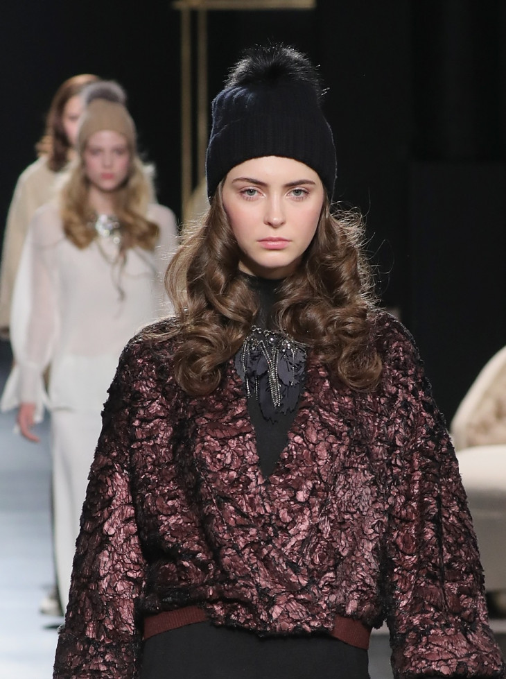 модные вязаные шапки 2018 с помпоном