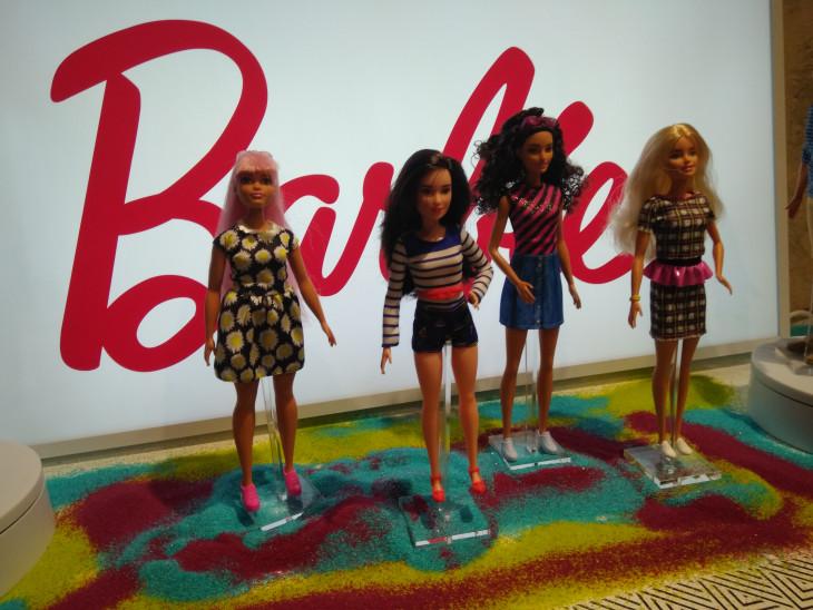 Барби откутюр: репортаж с парижской выставки Barbie Fashionistas
